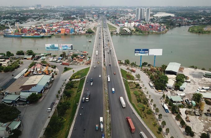 Cầu Đồng Nai bắc qua sông Đồng Nai nối TP Biên Hòa và TP Dĩ An, Bình Dương. Ảnh: Phước Tuấn.