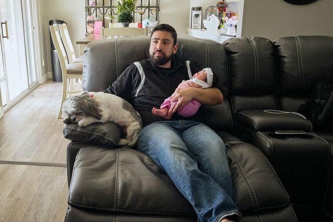 Garcia và con gái tại căn nhà ở California. Ảnh: WSJ