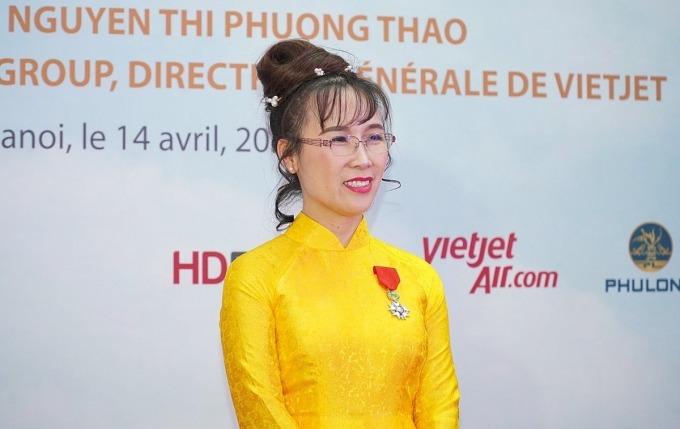 Bà Nguyễn Thị Phương Thảo nhận huân chương Bắc đầu bội tinh tối 14/4. Ảnh:VJC.