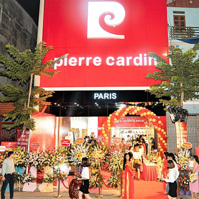 Hệ thống Pierre Cardin Shoes & Oscar Fashion nhộn nhịp ngày khai trương.