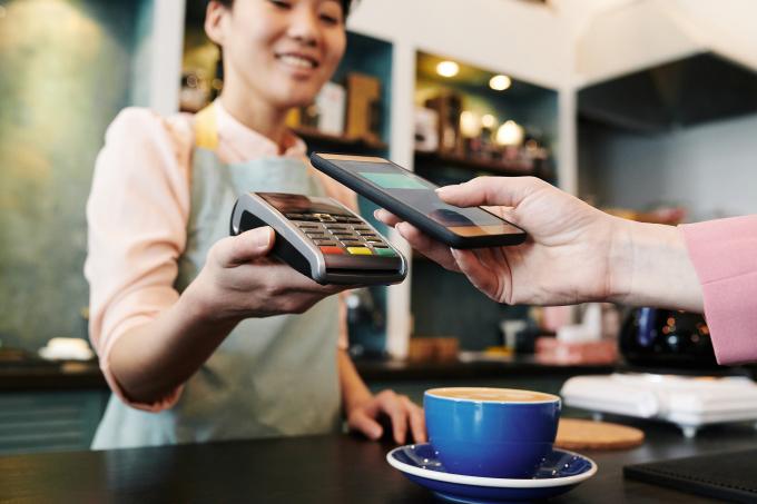 Thanh toán không tiếp xúc ngày càng phổ biến trong bối cảnh đại dịch. Ảnh: Visa.