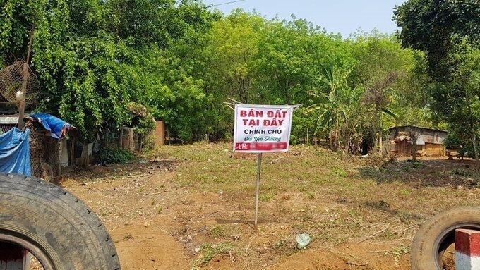 Một mảnh đất mặt tiền đường liên xã Tân Lợi - An Khương, huyện Hớn Quản rao bán trong cơn sốt đất cuối tháng 2. Ảnh: Phước Tuấn.