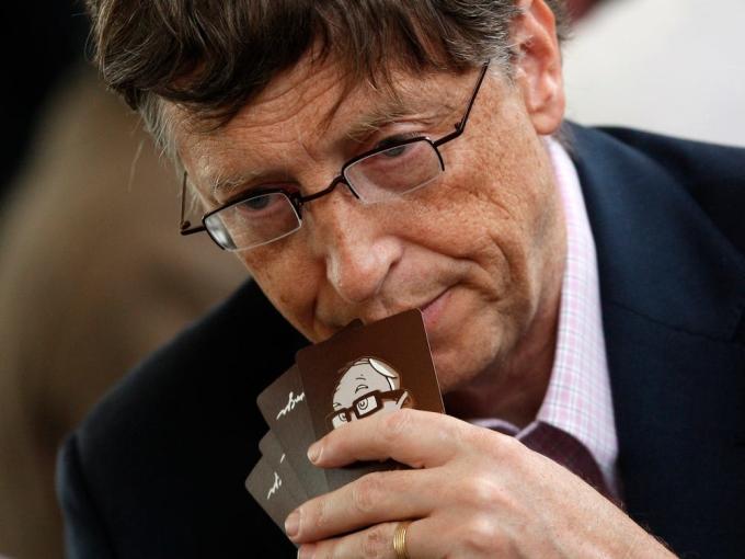 Bill Gates thích chơi bài bridge. Ảnh: Reuters