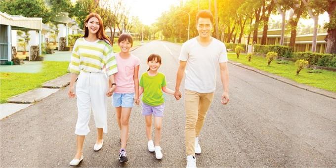 Bảo hiểm nhân thọ giúp bảo vệ gia đình trước những rủi ro bất ngờ, không lường trước.