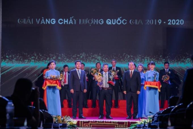 Ông Nguyễn Phương, Tiến sĩ Công nghệ thực phẩm - cố vấn cao cấp về khoa học - công nghệ cho công ty, đại diện nhận giải thưởng.