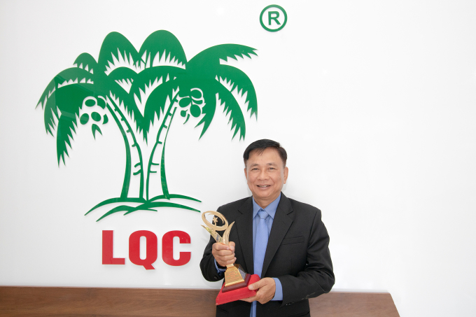 Ông Cù Văn Thành - Giám Đốc Công ty TNHH Chế Biến Dừa Lương Quới.