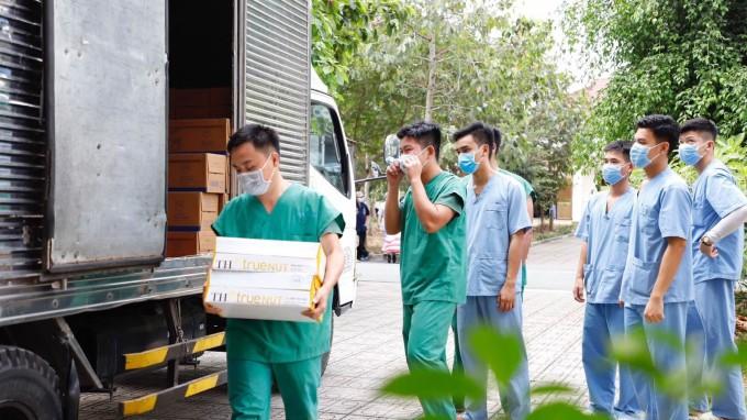 Chương trình Một triệu ly sữa tươi chung tay đẩy lùi dịch Covid-19 do TH triển khai tại nhiều tỉnh trên cả nước trong năm 2020. Ảnh: Tập đoàn TH.