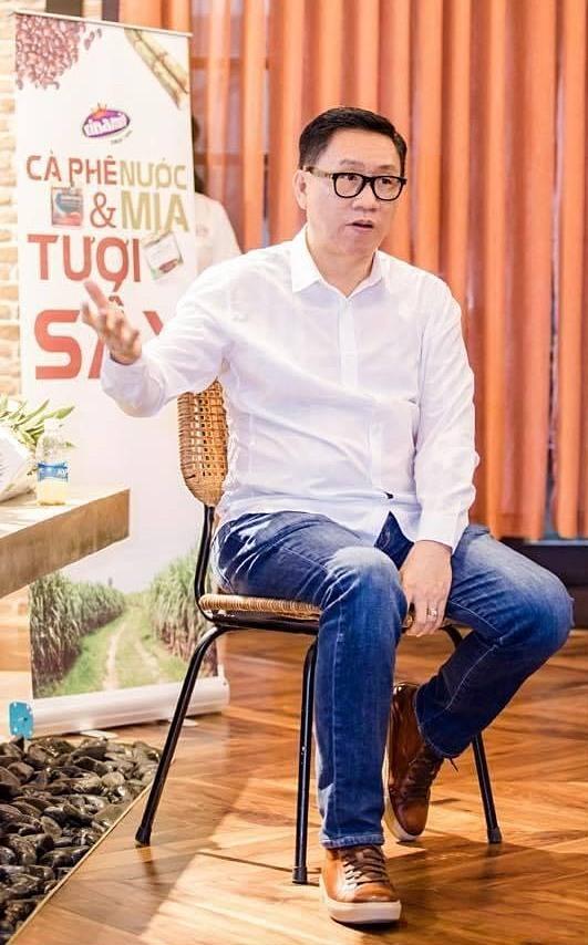 Chủ tịch Nguyễn Lâm Viên cho rằng trái cây, rau củ, thảo mộc hữu cơ... ép thành nước và vẫn giữ sự nguyên bản sẽ là thảo dược cho sức khỏe con người.