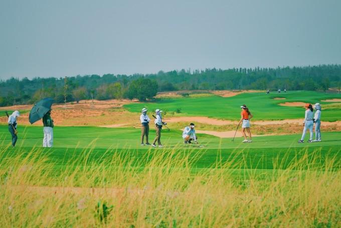 Phan Thiết có khí hậu ôn hòa với hơn 300 ngày nắng trong năm trở thành điểm đến lý tưởng cho dòng biệt thự sân Golf.