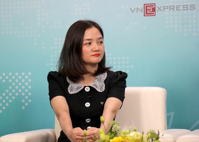 bà Vũ Thị Hồng Nhung - Phó phòng Chính sách sản phẩm bán buôn - Ngân hàng TMCP Ngoại thương Việt Nam (Vietcombank).