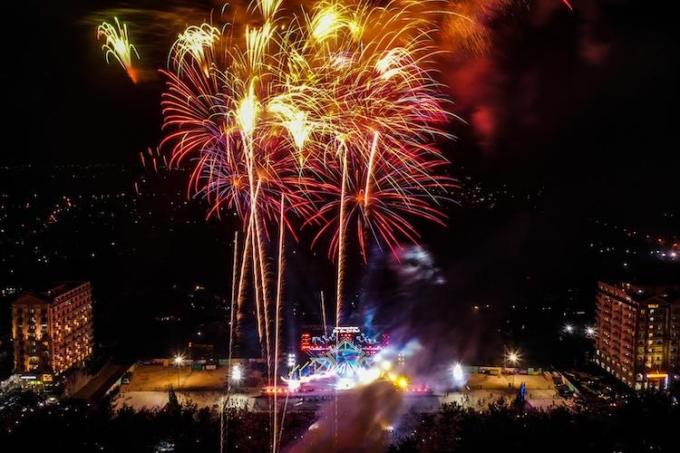Màn pháo hoa tại lễ hội Sầm Sơn cất cánh.
