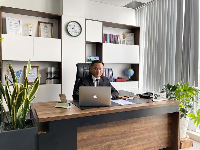 Phó tổng giám đốc OPAN Đỗ Trọng Nghĩa tại văn phòng làm việc của ở công ty.