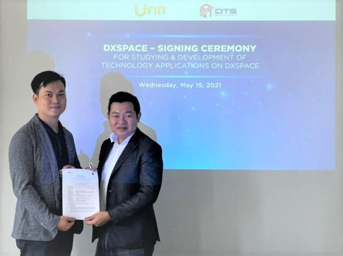 Ông Leon Trương - Chủ tịch Liên minh DTS (phải) trong buổi ký kết trực tuyến với Ufin. Ảnh: DTS.