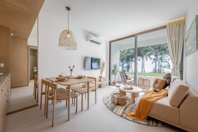 Căn hộ hai phòng ngủ với hệ cửa mở rộng tối đa giúp thông gió và có tầm nhìn tự nhiên, bất cứ góc nào đều có thể nhìn ra biển. Ảnh phối cảnh: Nam Group.