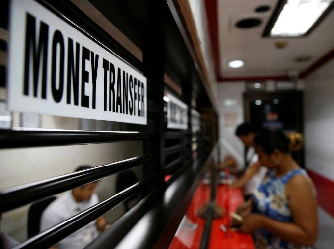 Một điểm nhận kiều hối tại Makati City, Metro Manila, Philippines. Ảnh: Reuters.