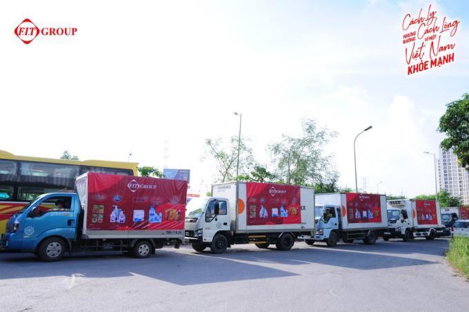 Đoàn xe hỗ trợ của FIT Group đến các tỉnh, thành.