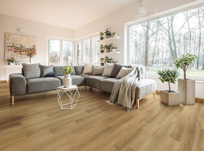 Sàn gỗ cốt đen Dreamlux trong một căn biệt thự.