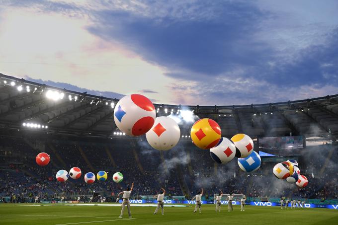 Vivo hợp tác Liên đoàn Bóng đá châu Âu tổ chức khai mạc giải đấu UEFA Euro 2020 trên sân khấu ảo.