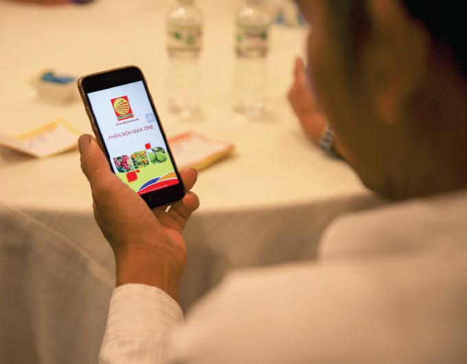 Ứng dụng Phân bón Max One có thể sử dụng trên điện thoại hoặc website.