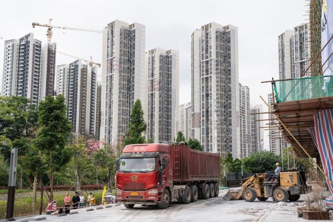 Một dự án chung cư mới đang xây dựng ở Thâm Quyến. Ảnh: Bloomberg.