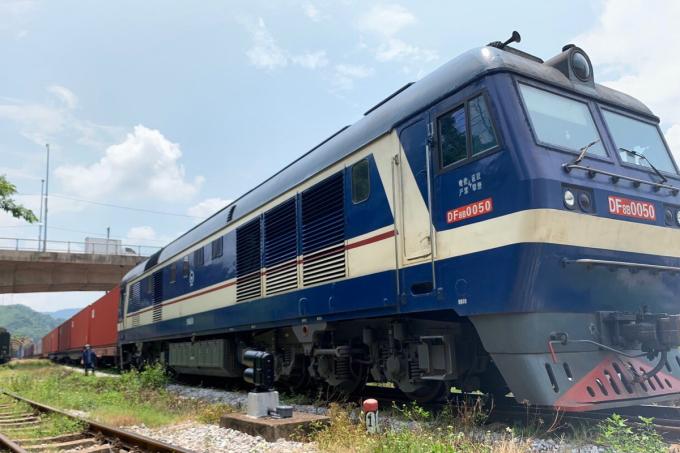 Chuyến tàu đến Bỉ khởi hành ở ga Yên Viên. Ảnh: Anh Duy
