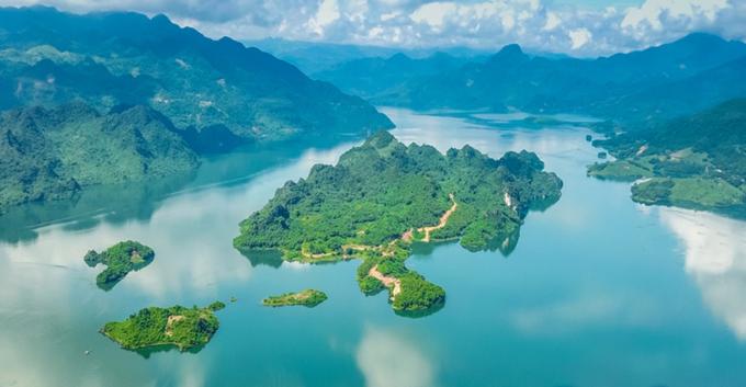 Cảnh sắc hồ Hòa Bình nhìn từ trên cao. Ảnh: Cullinan Hòa Bình Resort.