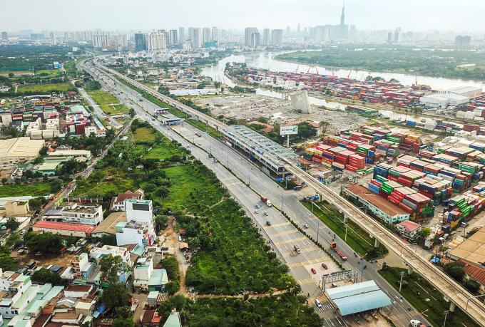Thị trường kho bãi, hậu cần, cảng công nghiệp phía Đông TP HCM. Ảnh: Quỳnh Trần.