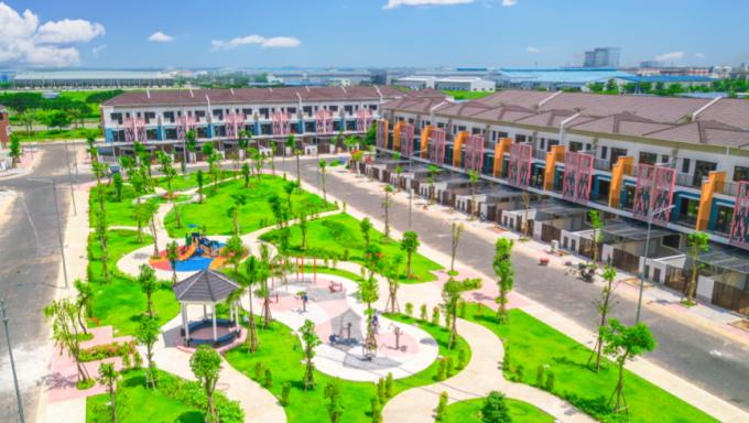 Chủ đầu tư VSIP đã hoàn thành xây dựng giai đoạn một của dự án với quy mô 9ha, bao gồm 426 căn nhà phố liền kề và nhà phố thương mại