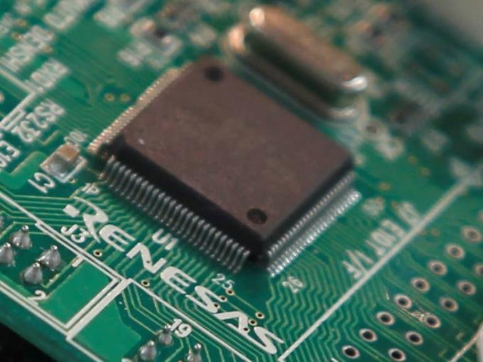 Bộ vi điều khiển của nhà sản xuất chip Nhật Bản Renesas Electronics được chụp tại trụ sở công ty ở Tokyo ngày 28/5/2012. Ảnh: Reuters
