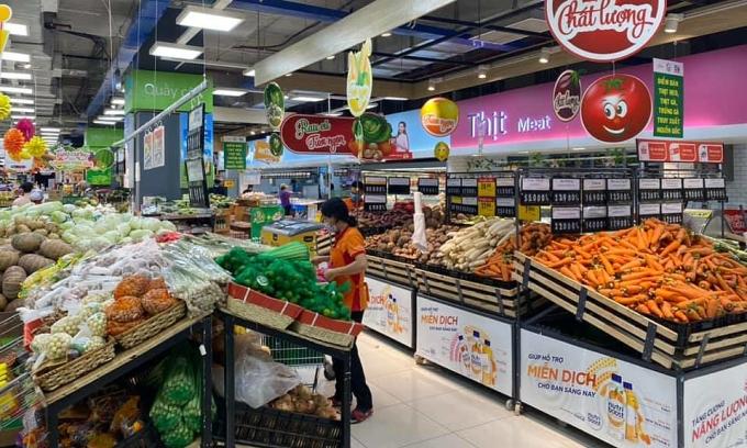 Hàng hoá tại siêu thị TP HCM đầy ắp. Ảnh: Linh Đan