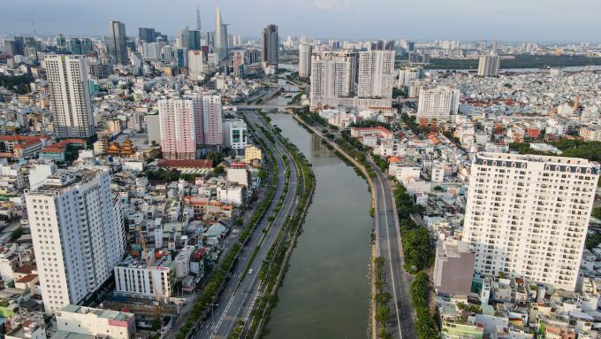 Một góc đại lộ Võ Văn Kiệt hồi tháng 7. Ảnh: Thành Nguyễn