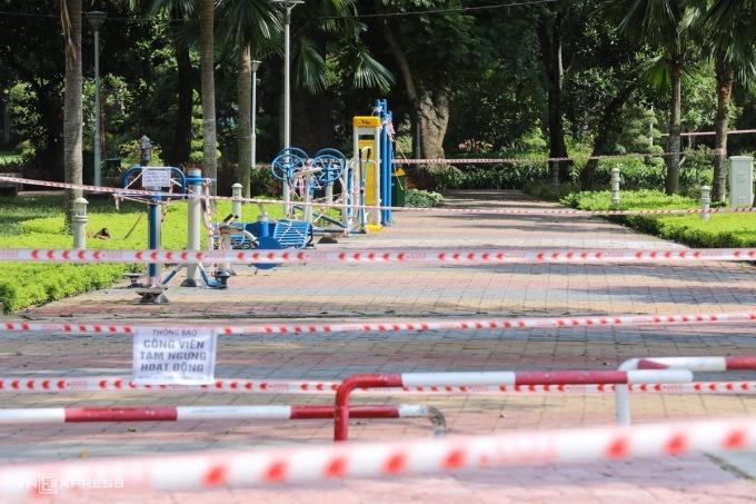 Công viên Gia Định (TP HCM) giăng nhiều lớp ruy băng từ hồi tháng 5/2021. Ảnh: Quỳnh Trần.