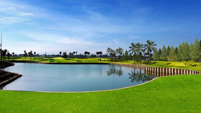 Regal Victoria liền kề 2 sân golf BRG Da Nang, Montgomerie Links và cách bãi biển chỉ vài trăm mét,