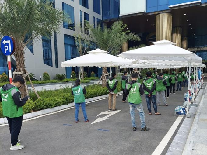 Hàng trăm tài xế Gojek tại Hà Nội bắt đầu được tiêm vaccine sáng 30/8. Ảnhh: Công ty cung cấp