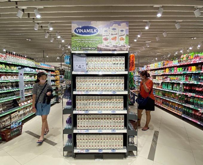 Sản phẩm sữa hạt của Vinamilk được bày bán tại một siêu thị Singapore. Ảnh: Vinamilk