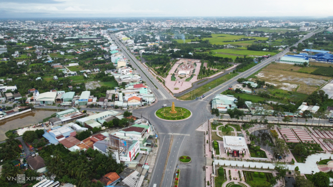 Vòng xoay phường 5, TP Tân An trong những ngày Long An siết chặt giãn cách xã hội. Ảnh: Hoàng Nam