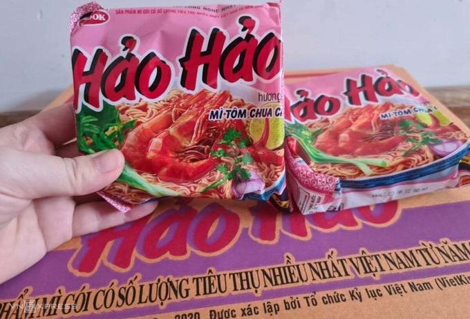 Sản phẩm mỳ tôm chua cay Hảo Hảo của Acecook Việt Nam bán tại thị trường Việt Nam.