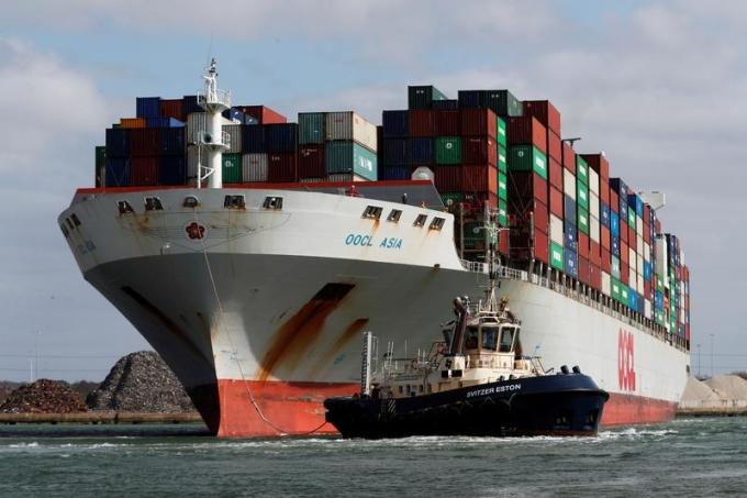 Một con tàu container rời Southampton, Anh ngày 23/9/2020. Ảnh: Reuters