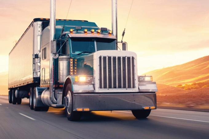 Nhiều thách thức hiện nay đang đè nặng lên ngành logistics. Ảnh: Stock.adobe.com.