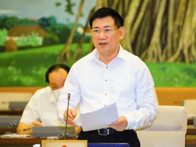 Bộ trưởng Tài chính Hồ Đức Phớc báo cáo tại phiên họp thứ 3, Uỷ ban Thường vụ Quốc hội ngày 16/9. Ảnh: Hoàng Phong