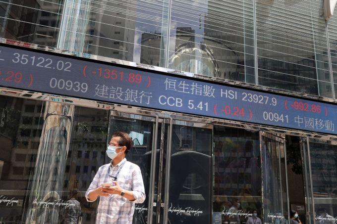 Các nhà phân tích lo ngại Bắc Kinh sẽ để Evergrande sụp đổ và gây thiệt hại cho các cổ đông và trái chủ. Ảnh: Bloomberg