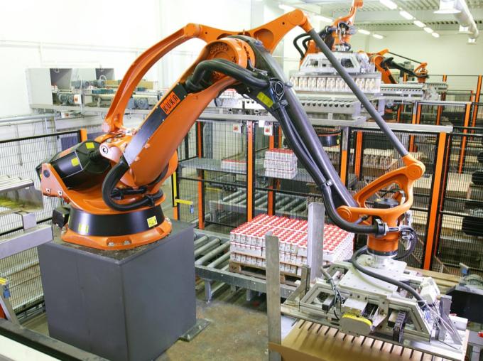 Hệ thống robots bốc xếp hàng hóa.