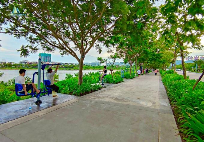 Cuộc sống của cư dân bên trong khu Halong Marina. Ảnh: BIM Land