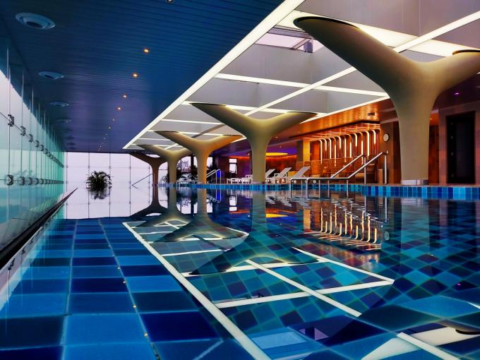 Bể bơi vô cực tại khách sạn Oakwood Residence Ha Noi.
