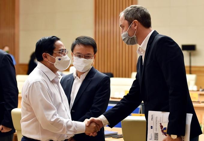 Thủ tướng Phạm Minh Chính tiếp xúc với các đại biểu doanh nghiệp châu Âu tại một cuộc làm việc giữa tháng 9 năm nay. Ảnh: VGP/Nhật Bắc
