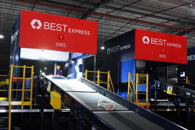 Tại BEST Express Việt Nam, bưu kiện được cân, đo, quét hình ảnh chất lượng cao và phân loại hoàn toàn tự động.