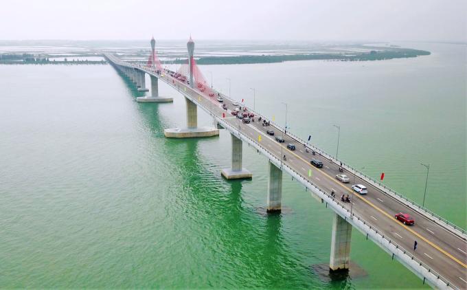 Cầu Cửa Hội nối Nghệ An - Hà Tĩnh. Ảnh: Đức Hùng