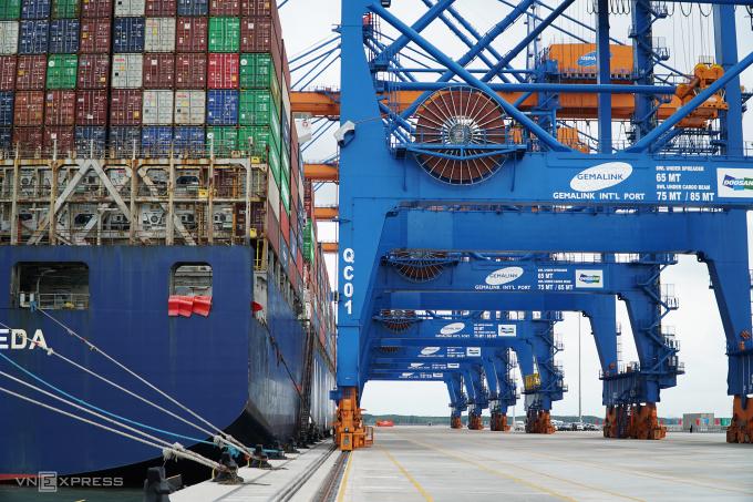 Tàu cập cảng Gemalink bốc dỡ hàng ngày 20/3/2021. Ảnh: Đăng Khoa