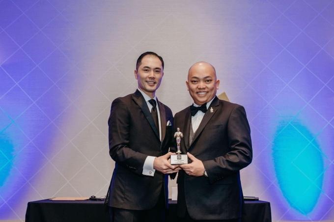 Long Dương nằm trong Top 20 giám đốc kinh doanh của tập đoàn với doanh số cao nhất và là giám đốc người Việt đầu tiên của Tập đoàn New York Life tại Houston.