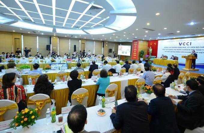 Cộng đồng doanh nghiệp gặp gỡ Chủ tịch Quốc hội Vương Đình Huệ, chiều 7/10. Ảnh: Minh Phạm